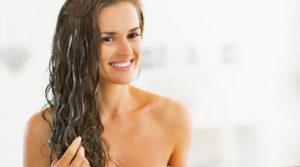 Девушка с мокрыми волосами