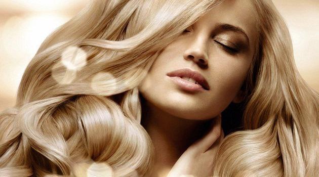 Блондинка с красивыми волосами